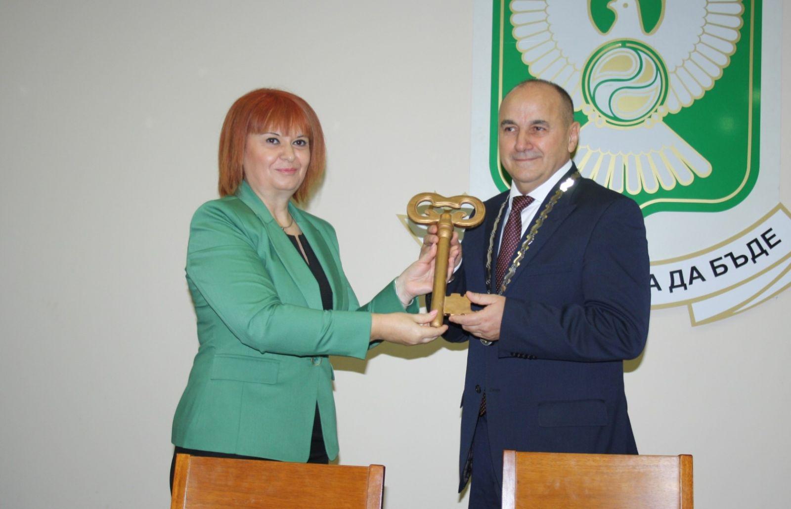 Областният управител Гергана Микова закле кметовете и общинските съветници от община Гълъбово