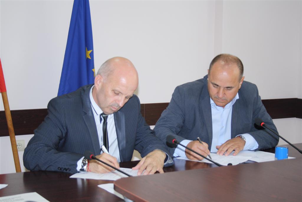 Областният управител инж. Георги Ранов и кметът на Гълъбово Николай Тонев подписаха договор за безвъзмездно прехвърляне на имот