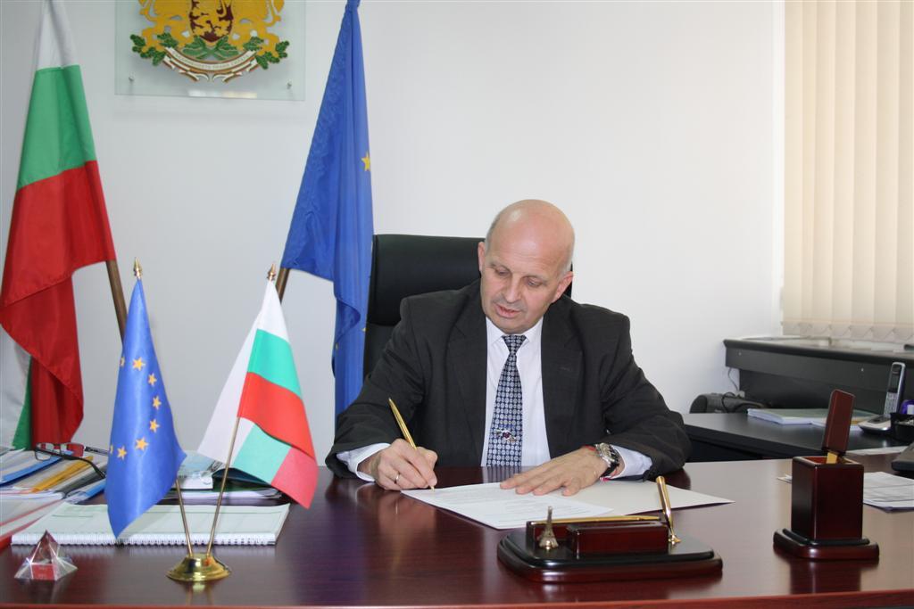 Областният управител инж. Ранов подписа първите 6 договора за целево финансиране за саниране на сгради