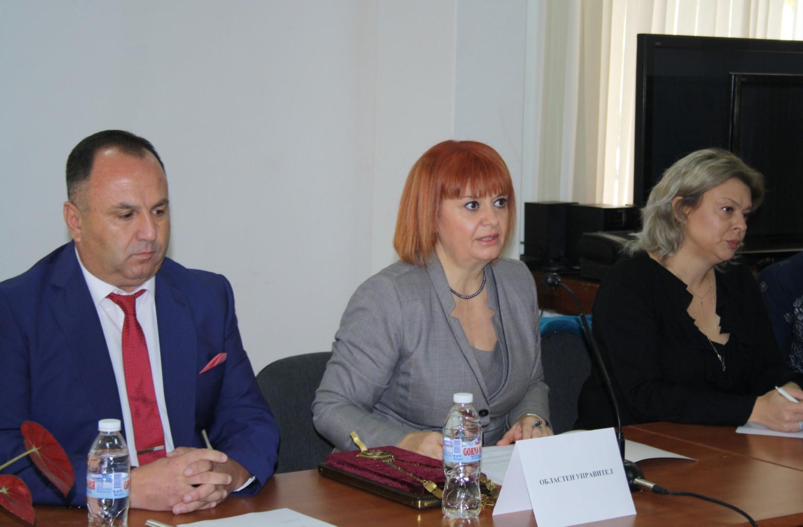 Областният управител Гергана Микова закле кметовете и общинските съветници от община Павел баня